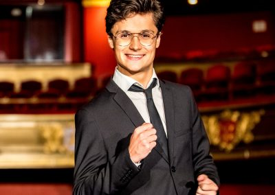 Dennis van Aarssen | Theatertour Start spreading the news | HMC | AT NEXT